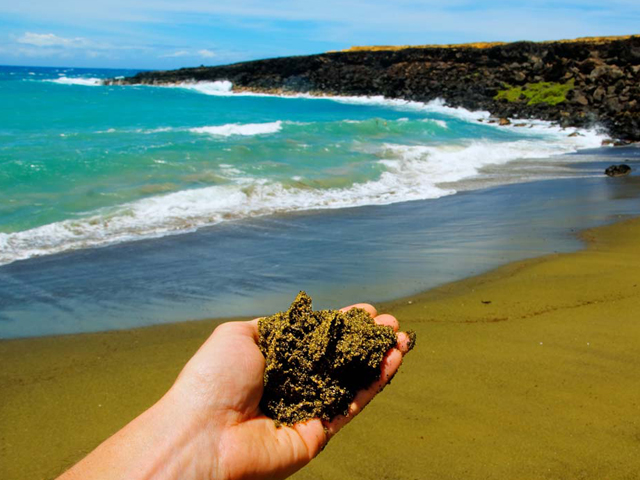 Papakolea Beach/ Green Sands Beach (South Point/ Kau)
