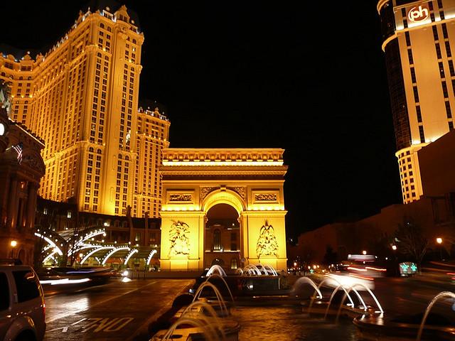 Где находится казино в париже арестовали игровые автоматы