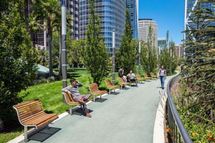Salesforce Park на вершине Salesforce Transit Center в Сан Франциско, Калифорния