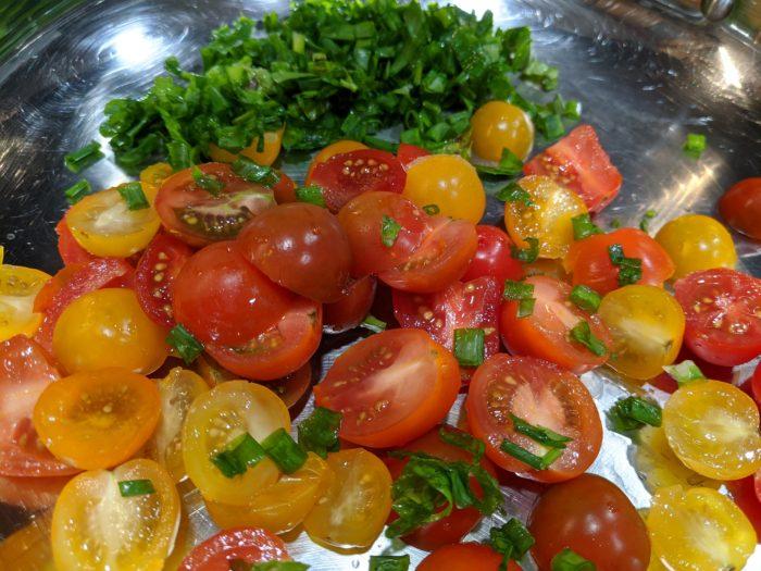 Рыба в томатном соусе с травами и белым вином